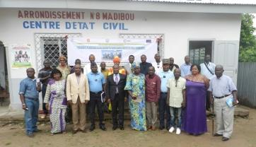 Photo de famille lors du lancement du projet à la mairie de Madibou