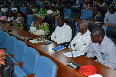vue du public pendant la présentation du film documentaire au sénat