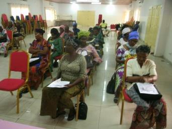 vue des participantes pendant la sensibilisation des 250 veuves