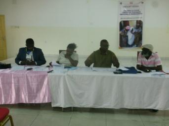 le présidium pendant la sensibilisation des 250 veuves